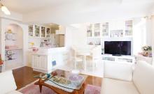 ロマンちっくな白×金×ピンクのヨーロピアンテイストの部屋